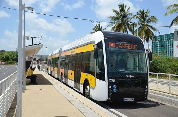 1024px-van_hool_exquicity_24_nc2b05002_-_fdf_almadies_28martinique29