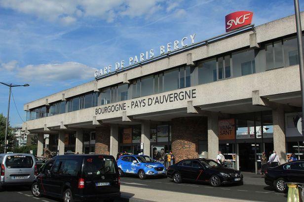 1024px-bc3a2timent-voyageurs_de_la_gare_de_bercy_28129_par_cramos