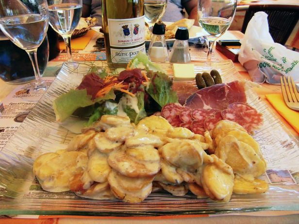 1024px-arlanc_hc3b4tel-restaurant_la_renaissance_truffade_c3a0_la_fourme_d27ambert